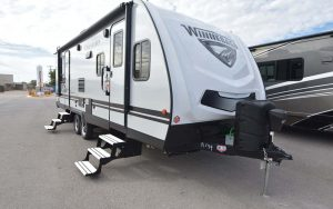 Trailer-Winnebago-Minnie-2500fl-Externa-01