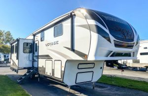 Trailer-Quinta-Roda-Voyage-V3134RL-01